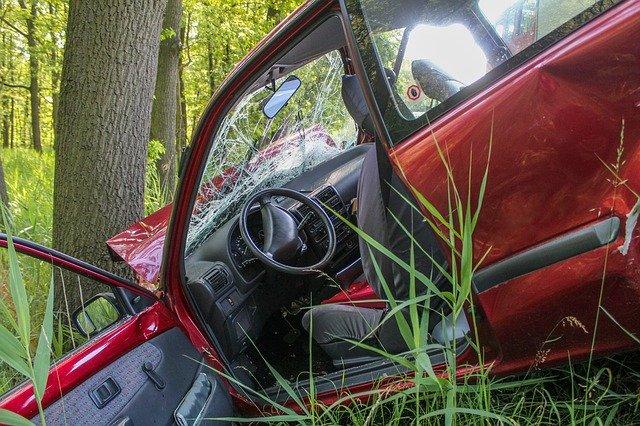 ドラマ音源を聞いて事故を起こす車