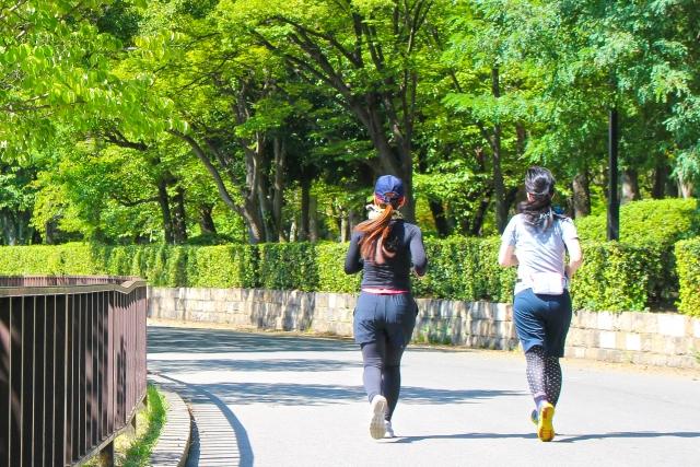 ジョギング時にフェイスシールドを着用する